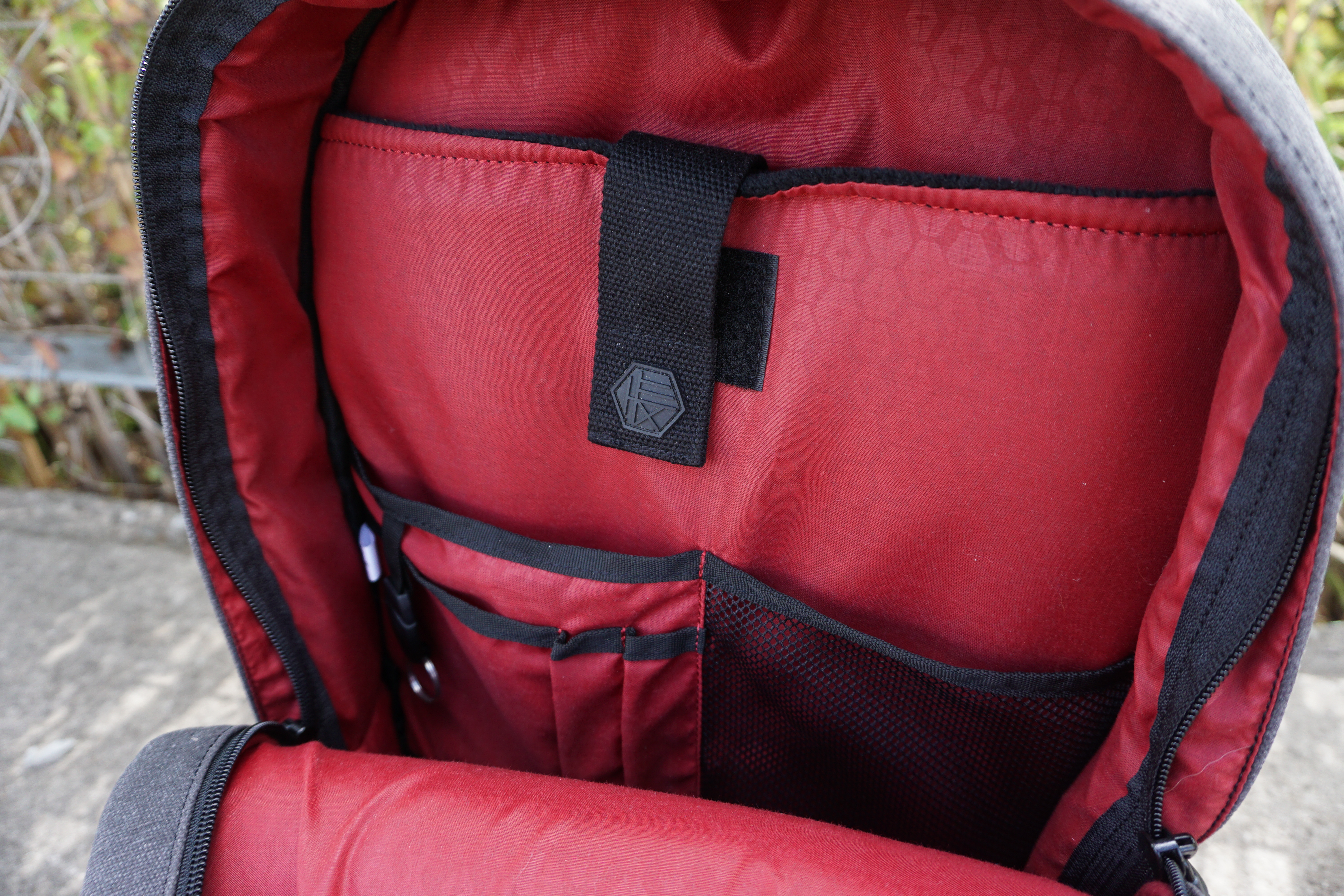 Hex Brand Supply Signal backpack review interior organisation laptop compartment red lining mesh pocket