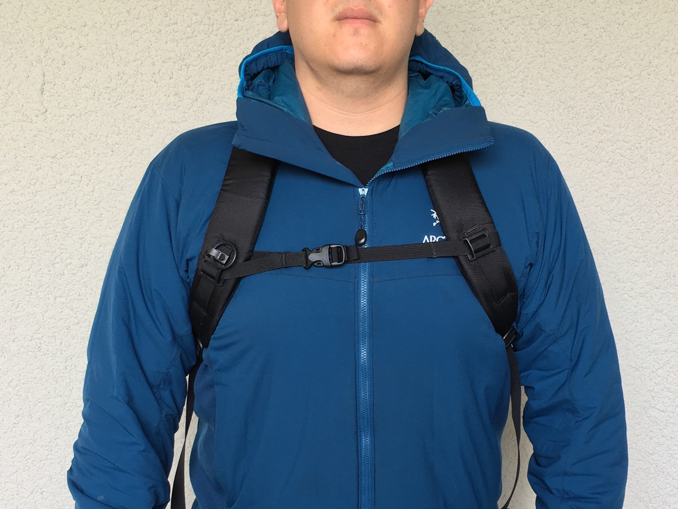 Arcteryx Mantis 26 review on body image shoulder straps with sternum chest strap