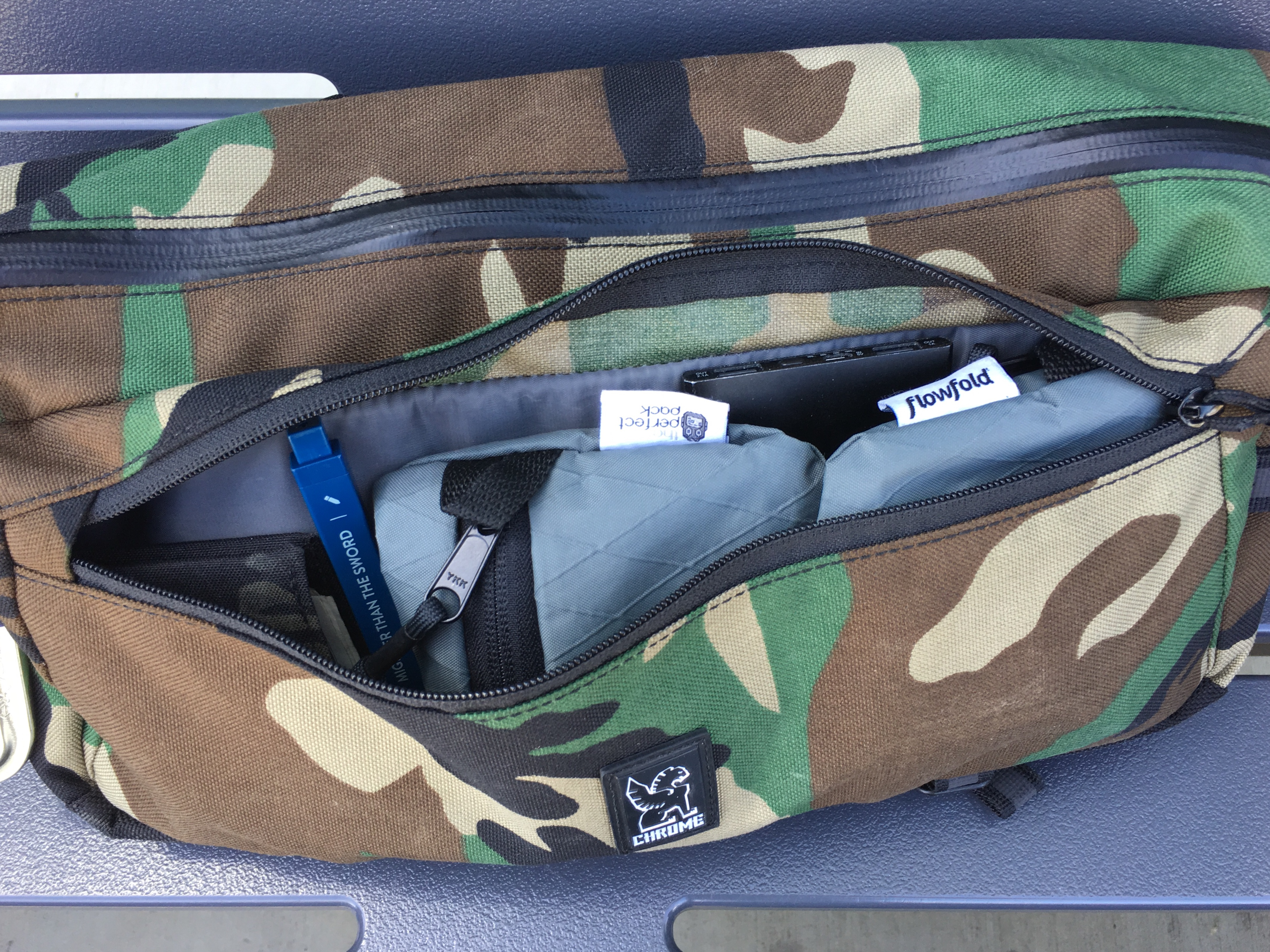 chrome industries kadet review front compartment open