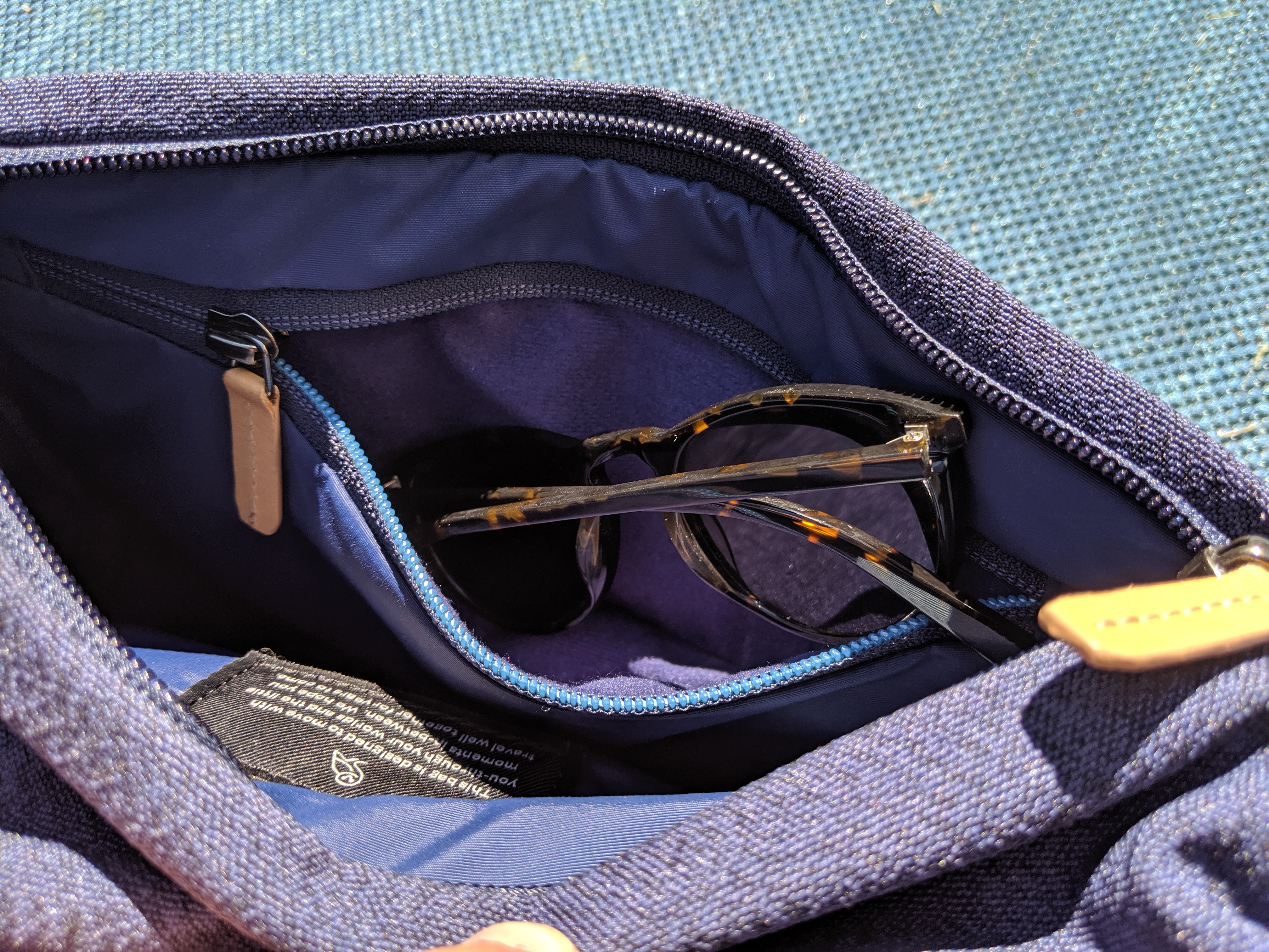 Bellroy Sling main compartment glasses
