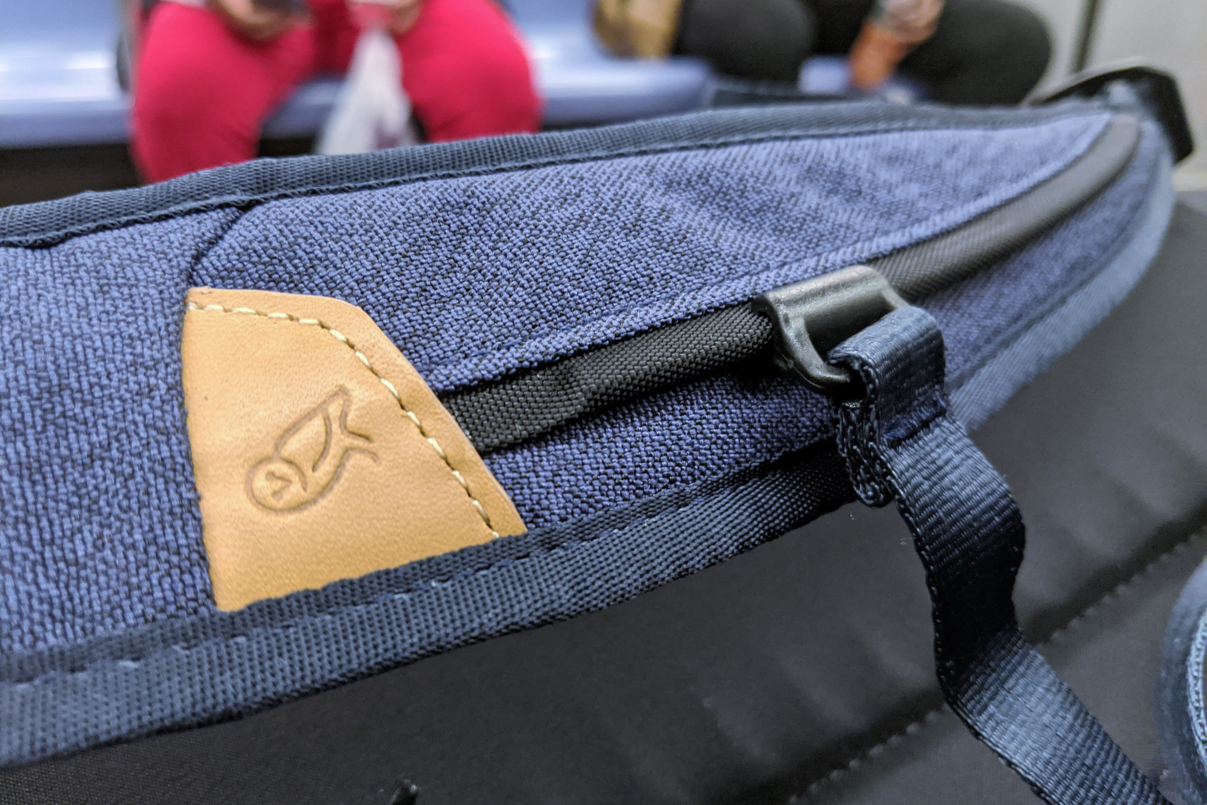 Bellroy Transit Review shoulder straps with leather accents
